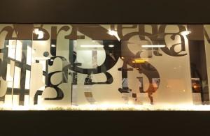 Vinilos decorativos para espacios comerciales